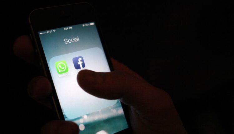201027-whatsapp-phone-jm-0927-6f6700.jpg