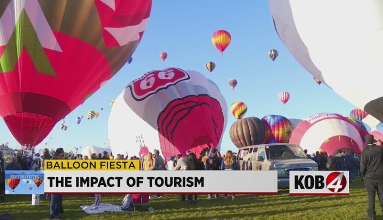 Balloon_Fiesta_brings_hope_to_New_Mexico_economy-syndImport-075144.jpg